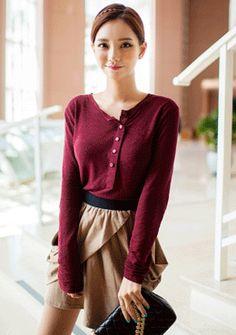 [Chuu]ラップデザインドレープコットンスカート 旬なラップデザインで女性らしさをONしたスカートです。 たっぷりのドレープシルエットがエレガントな雰囲気を演出する一品◎ ストレッチコットン素材を採用し、春夏でも涼しく着られる1枚に仕上げました。 ウエストゴム仕様で履き易く、トップスをINした着こなしがおすすめです。
