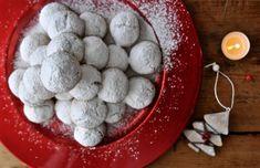 Kourampiedes - Κουραμπιέδες Christmas Desserts, Christmas Cookies, Greek Christmas, Blueberry, Fruit, Eat, Food, Christmas Deserts, Xmas Cookies
