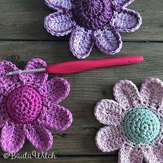Nu finns mönstret på mina gulliga och bulliga blommor, virkade i Catania, i bloggen! Välkommen! BautaWitch.se . #virka #virkat #virkning #virkstagram #virkadeblommor #virkaholic #bautawitch #bautawitchmönster #garn #catania #cloveramour #virknål #crochet #häkeln #haekeln #hakeniship #hakeniscool #haken #ganchillo #crochetaddict #crochetflower