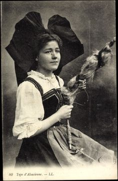 Postcard Types d'Alsacienne, Frau mit Flügelhaube und Spindel buy now for only - postally used, blotchy, otherwise good condition Alsace, European Costumes, Mystery Of History, Pictures Of People, Vintage Pictures, Crafts To Do, Vintage Postcards, Textile Art, Portrait