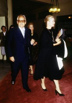 Prince Rainier III of Monaco with Princess Grace Kelly arriving at Paris Theatre des Champs Elysees in in Paris, France. Grace Kelly Husband, Grace Kelly Style, Princesa Grace Kelly, Prince Rainier, Monaco Royal Family, Princess Caroline Of Monaco, Celebrity Moms, Old Hollywood, American Actress