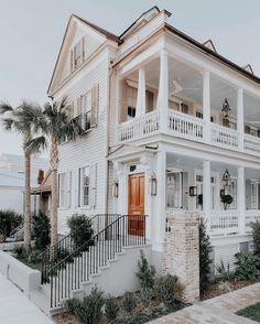 75 Inspiring Plantation Homes Farmhouse Design Ideas Dream Home Design, My Dream Home, Casa Loft, Dream Beach Houses, Plantation Homes, Dream House Exterior, House Goals, Cottage Homes, Home Fashion