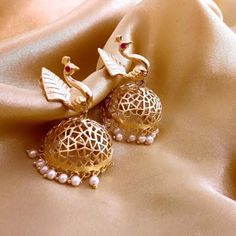 Elegant Fashion Wear Explore the trendy fashion wear by different stores from India India Jewelry, Temple Jewellery, Gold Jewelry, Jewelery, Jewellery Shops, Elegant Fashion Wear, Jewelry Patterns, Wedding Jewelry, Jewelry Collection