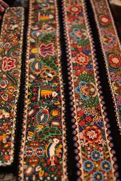 Traditional Romanian motifs, made from beads. Perhaps not antique Folk Embroidery, Beaded Embroidery, Embroidery Patterns, Textiles, Folk Costume, Textures Patterns, Textile Art, Fiber Art, Folk Art