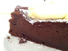 Tarta de chocolate de sólo 3 ingredientes (sin harina) Gluten Free Desserts, Healthy Desserts, Delicious Desserts, Yummy Food, Choco Chocolate, Chocolate Desserts, Huevos Chocolate, Brownie Recipes, Cake Recipes
