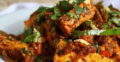 This dish is so simple to make and so tasty even meat eaters will be glad they gave it a go - a delicious Paneer Jalfrezi. Low Carb Indian Food, Indian Food Recipes, Indian Dishes, Keto, Tasty, Chicken, Simple, Indian Recipes, Cubs
