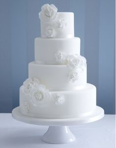 So simple and so beautiful!!    http://www.thecakeparlour.com/wp-content/uploads/2011/01/White-Rose-Corsage-cake-300x384.jpg
