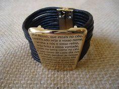 Bracelete de couro oração pai nosso fecho com ímã nas cores preto, nude, bege, marrom tamanho 17cm a 22 cm prata ou dourado R$ 69,99
