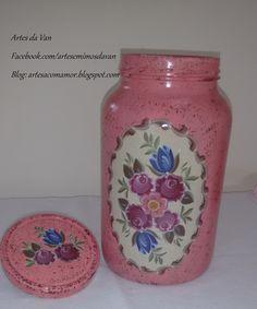 Glitter Mason Jars, Mason Jar Gifts, Mason Jar Diy, Bottle Painting, Bottle Art, Bottle Crafts, Shabby Chic Kitchen Accessories, Decoupage Jars, Recycled Glass Bottles