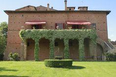 Castle of San Fabiano: the main villa's terrace, Siena