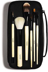 Bobbi Brown Basic Brush Collection - Love this little brush set, the face blender is my favourite! Bobby Brown, Beauty Make Up, Hair Beauty, Beauty Tips, Beauty Bar, Beauty Shop, Beauty Secrets, Bobbi Brown Makeup Brushes, Face Blender
