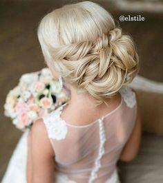 Klasyczny kok  to upięcie ma coś w sobie  #slubnaglowie @elstile  #poprostupieknie #wedding #bridal #bridalhair #bride #pannamloda #slub #fryzuraslubna #fryzuradoslubu #kok #slubny #bridalhairstyle #bun #bridetobe #weddingprep #bridalprep #wlosy #blond #sukniadoslubu #sukniasluba #weddinggown #weddingtime