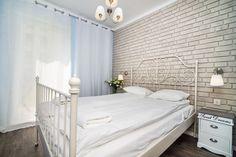 """Słoneczny apartament """"Chmielna Garden II"""" z prywatnym ogrodem znajduje się w samym sercu Gdańska, na Wyspie Spichrzów. Bed, Furniture, Home Decor, Decoration Home, Stream Bed, Room Decor, Home Furnishings, Beds, Home Interior Design"""