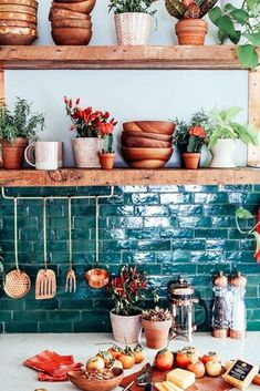 Bohemian kitchen decor custom textiles loom to home o photos and videos . Cuisines Design, Küchen Design, Design Ideas, Design Blogs, Design Elements, Design Trends, Design Inspiration, New Kitchen, Boho Kitchen