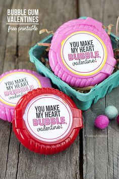 """Got a sweet tooth?  I love these, """"You Make My Heart Bubble, Valentine!"""" Free Printable from www.livelaughrowe.com #bubblegum #valentines"""