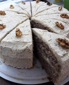 Orechová torta (bez múky), Torty, recept | Naničmama.sk Torte Cake, Czech Recipes, Desert Recipes, A Table, Sweet Recipes, Yummy Treats, Food To Make, Sweet Tooth, Food And Drink