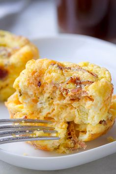 egg muffins Cheesy Bacon Egg Muffins Breakfast Low in carbs and high in protein, these cheesy egg cups with crispy bacon are SO GOOD and perfect for a keto breakfast on the go. Protein Muffins, Bacon Egg Muffins, Keto Breakfast Muffins, Keto Breakfast Smoothie, Low Carb Breakfast, Breakfast Recipes, Breakfast Ideas, Breakfast Omelette, Breakfast Casserole