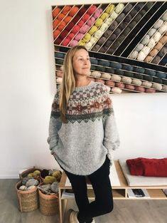 Mitt restegarnprosjekt - SKAPPEL - Se video og oppskrift her Fair Isle Knitting Patterns, Knitting Designs, Knit Patterns, Free Knitting, Baby Knitting, Icelandic Sweaters, Nordic Sweater, Knitting Magazine, How To Purl Knit