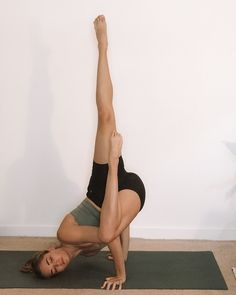 Beautiful Yoga Poses, Cool Yoga Poses, Flexible Yoga Poses, Hard Yoga Poses, Yoga Poses For Beginners, Advanced Yoga Poses, Yoga Posen, Relaxing Yoga, Yoga Positions