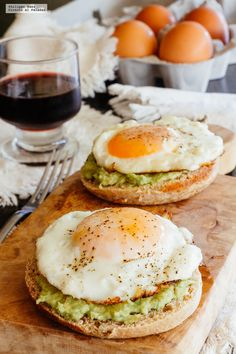 Muffin inglés con huevo y aguacate. Receta de desayuno fácil - - Frühstück - Muffin inglés con huevo y aguacate. Receta de desayuno fácil – You are in the right place about - Healthy Meal Prep, Healthy Breakfast Recipes, Easy Healthy Recipes, Easy Meals, Healthy Eating, Avocado Breakfast, Fit Meals, Healthy Breakfasts, Healthy Kids