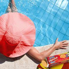 #mcvitiesitalia #mcvitiesdigestive #mcvitiesoriginal #mcvities #summer #estate #relax #break #acqua #piscina #donnaconcapello #nuotare #biscuits #biscotti #food #cibo #sweet #dolce