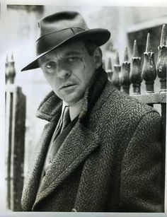 This is an original photo . Hollywood Actor, Classic Hollywood, Pictures Of People, Cool Pictures, Sir Anthony Hopkins, Ralph Fiennes, Its A Mans World, British Actors, Best Actor