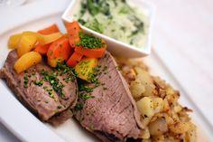 Isn't this mouth-watering? Cravings, Steak, Food, Kochen, Meal, Essen, Steaks, Hoods, Meals