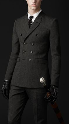This dark gray suit looks amazing w/ a polka dot tie & leather gloves. The double breasted jacket is making a comeback in men's fashion. It should never have left!
