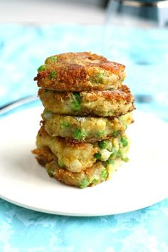 A gluten free and vegan recipe for samosa patties. These tasty spiced potato and pea patties are so easy to make and absolutely delicious!