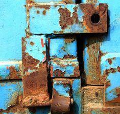 rusty color