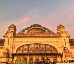 Ce vendredi soir, lumière dingue sur toi,ma gare. --------------------------------------------#gare #trainstation #endoftheday #twilight #sky_captures #merveillesdefrance #votrefrance #super_france #fav_skies #loves_france_ #france_focus_on #france4dreams #francecartepostale #artsandstuffs #sncf #railway #gares_connexions #archilovers #archi_focus_on #limoges #nouvelleaquitaine #nelleaquitaine_focus_on #perfectsky #ig_myshot #noneedfilter #loves_skyandsunset  #skyporn #architectureporn…