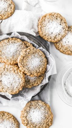 Gooey Butter Oatmeal Cookies (Crack Pie Cookies) - Serveware - Ideas of Serveware - These chewy oatmeal cookies are the cookie version of crack pie! Theyre topped with a puddle of gooey crack pie filling making them the BEST oatmeal cookies Ive ever had. Just Desserts, Delicious Desserts, Dessert Recipes, Yummy Food, Dessert Bars, Tasty, Dinner Recipes, Delicious Cookies, Best Oatmeal Cookies