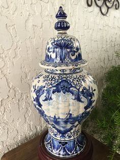 Large Old Delft Ginger Jar Antique Chinois Vase Delfts Blauw Molen Windmill Deksel Vaas Nauti Blue Willow China, Blue And White China, Blue China, Delft, White Porcelain, Porcelain Vase, Painted Porcelain, Porcelain Jewelry, White Vases
