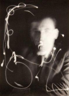 Man Ray Marcel Duchamp, space writing, 1937 - Google Search Light Painting Photography, Digital Light, Marcel Duchamp, Do Men, Gelatin Silver Print, Man Ray, Photo Postcards, Card Reader, Magazine Art