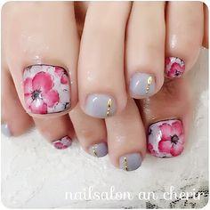秋冬flowerネイル♡ #秋 #冬 #デート #フット #ワンカラー #フラワー #ショート #レッド #グレー #スモーキー #ジェルネイル #お客様 #ancherir #ネイルブック Acrylic Toe Nails, Drip Nails, Glow Nails, Toe Nail Art, Pedicure Designs, Pedicure Nail Art, Toe Nail Designs, Pretty Toe Nails, Cute Toe Nails