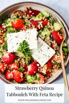 This Strawberry Quinoa Tabbouleh Salad With Feta puts a delicious spin on a traditional recipe. It's refreshing, nutritious, and incredibly easy to make. Perfect for meal prep or for a party! Tabbouleh Recipe, Quinoa Tabbouleh, Tabouleh Salat, Feta, Meze Platter, Whole Food Recipes, Healthy Recipes, Healthy Lunches, Gastronomia
