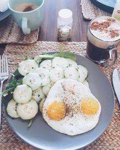 "630 Gostos, 4 Comentários - Samanta McMurray (@eatlovewithlove) no Instagram: ""Everything I need, nothing I don't 😏❤ #saturday #mylove #breakfast #vitamins  #goodmorning…"""