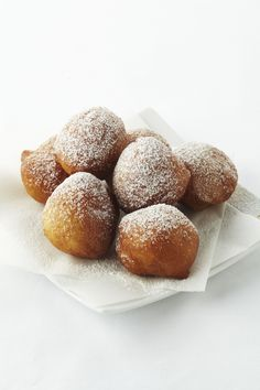 Smoutebollen - Flemish beignets (hot pastry served at fairs and festivals) Dutch Recipes, Sweet Recipes, Cooking Recipes, Good Food, Yummy Food, Bread Cake, Nutella, Delish, Sweet Tooth