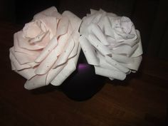 In dit filmpje laat ik zien hoe rozen van koffiefilters gemaakt worden.