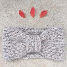 Ravelry: Missy Headband / Frøkenpannebånd pattern by Strikkelisa Crochet Bikini, Knit Crochet, Crochet Hats, Garnstudio Drops, Cute Headbands, Knitted Headband, Crocheted Headbands, Alpacas, Drops Design