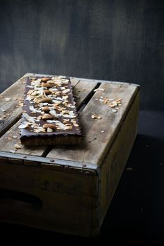... no-bake chocolate tart with almond crust & toasted coconut ...