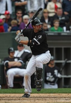 Paul Konerko Chicago White Sox - eyes locked on baseball, balanced load (riding back leg during pitch recognition), no wrap, hands back...