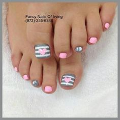 toe nail designs Check out five of the trendiest nail colors for drop ** Check out this great product. (This is an affiliate link) Pretty Toe Nails, Cute Toe Nails, Fancy Nails, Gold Nails, Gel Toe Nails, Pretty Toes, Toenails, Diy Nails, Acrylic Nails