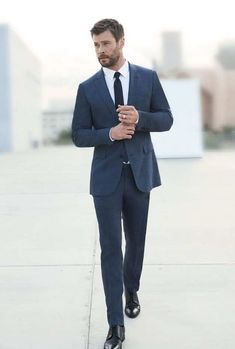 Chris Hemsworth is the new image for Hugo Boss. – Doreen Warning Chris Hemsworth is the new image for Hugo Boss. Chris Hemsworth is the new image for Hugo Boss. Hugo By Hugo Boss, Hugo Boss Suit, Costume Hugo Boss, Hemsworth Brothers, Chris Hemsworth Thor, Herren Style, Classy Men, Mens Suits, Guys In Suits