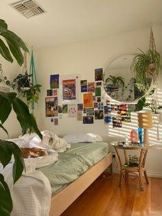 Room Design Bedroom, Room Ideas Bedroom, Bedroom Decor, Bedroom Inspo, Study Room Decor, Indie Room Decor, Indie Dorm Room, Pretty Room, Cozy Room