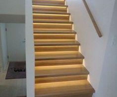 Ny trætrappe med indbygget lys