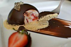 Jahodová panna cotta s čokoládou a mátovým želé