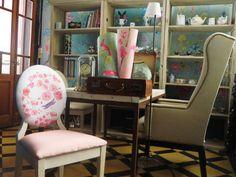 Acuarela Mural & Water Flowers Chair.