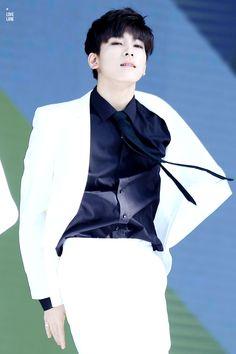 Stop seducing! [Show Music Core 12/09/15] #Wonwoo #Seventeen #kpop #Pledis