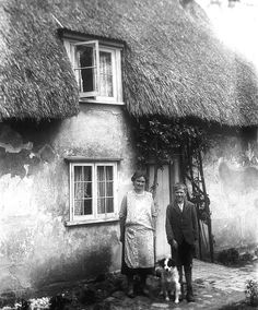 Suffolk England around 1930 beautifully thatched roof Thatched House, Thatched Roof, Old Pictures, Old Photos, Suffolk Cottage, Little England, Country Cottage Interiors, Timber Buildings, Cabins And Cottages